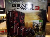 Microsoft Xbox 360 Slim 320gb Gears of War 3 + Accessories