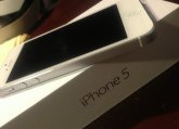 Apple iPhone 5 16GB - White and Silver (Factory Unlocked)
